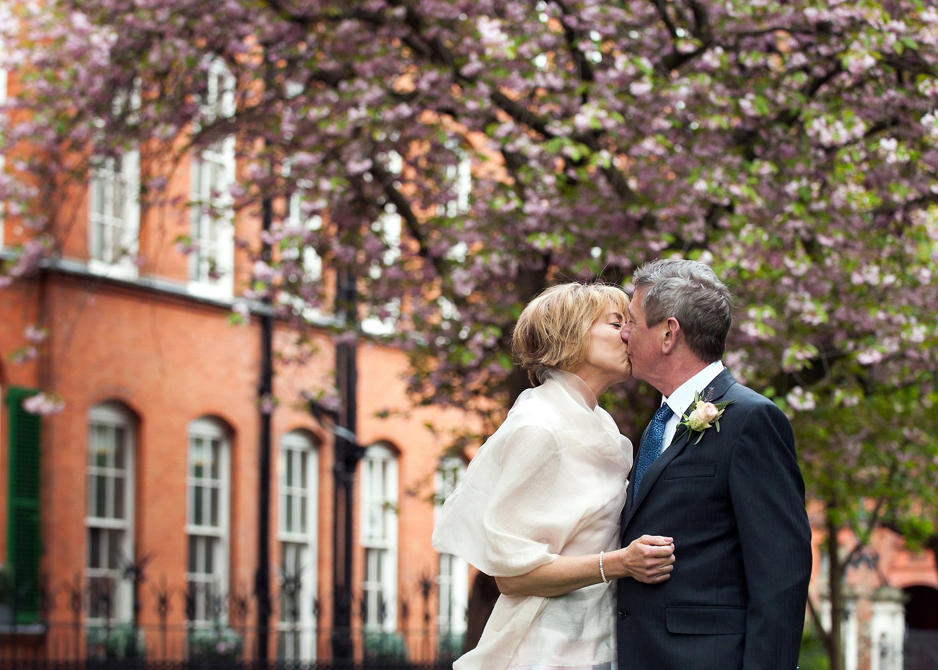 Richoux Wedding Reception - a bride & groom pose for photogrpaher Emma Duggan in Mount Street Gardens after their Mayfair Library wedding