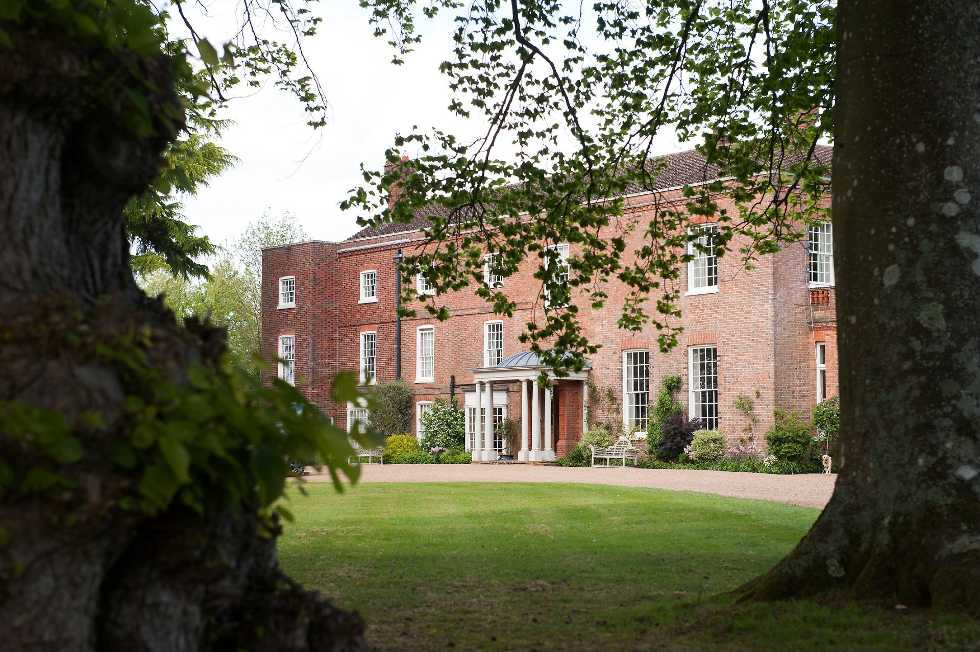 Starborough Manor Wedding Photographer - a stunning 18th century manor house in Marsh Green, near Edenbridge - the perfect location for a Kent country wedding