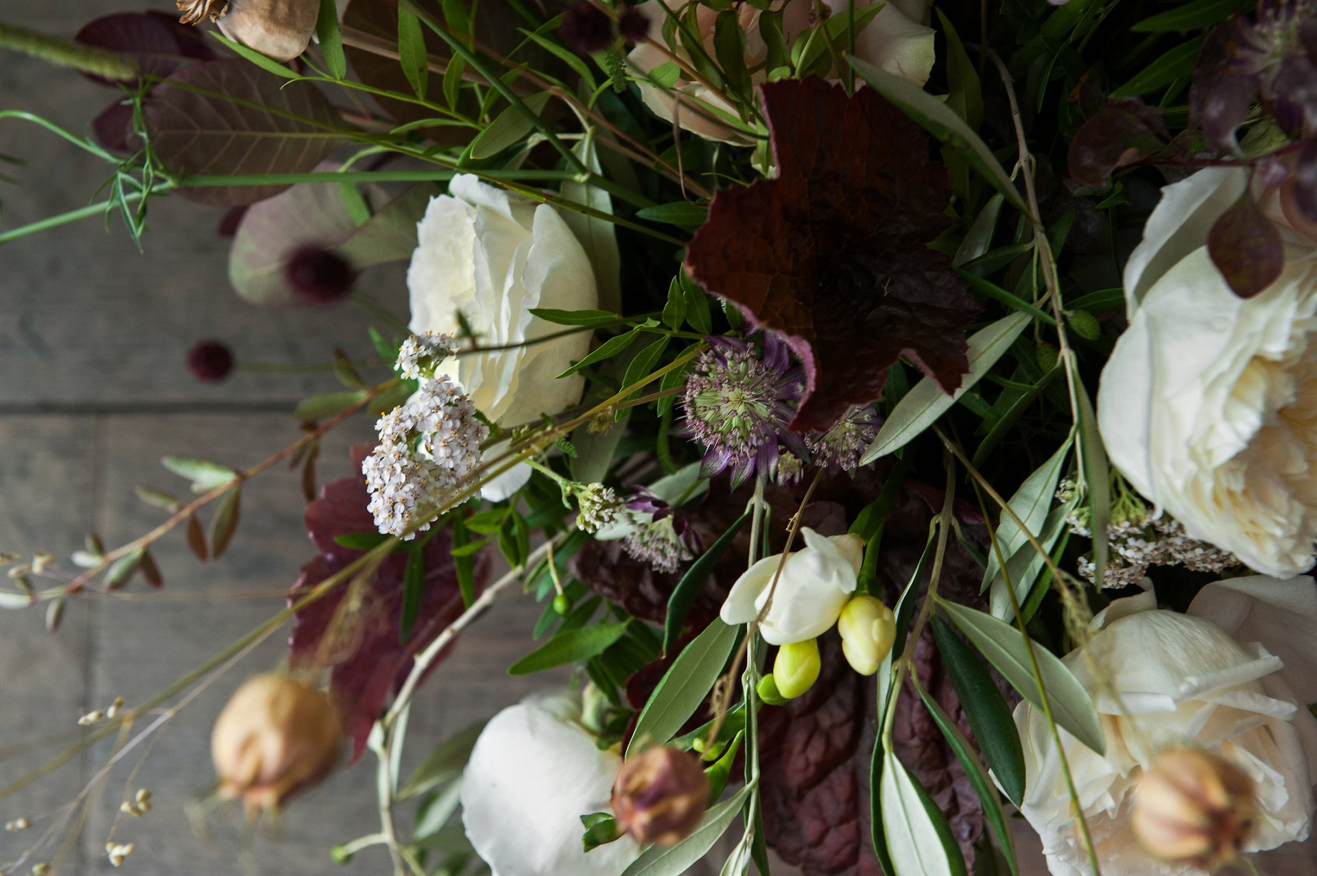 London Florist Bloomologie for natural English flowers with a truly wild feeling. Alison Billenness specialises in bespoke floral designs for weddings, parties and events throughout the UK. This design photographed by Emma Duggan - a registry office specialist photographer at Chelsea Register Office, Mayfair Library, Greenwich Register Office and registry offices throughout London and the south east