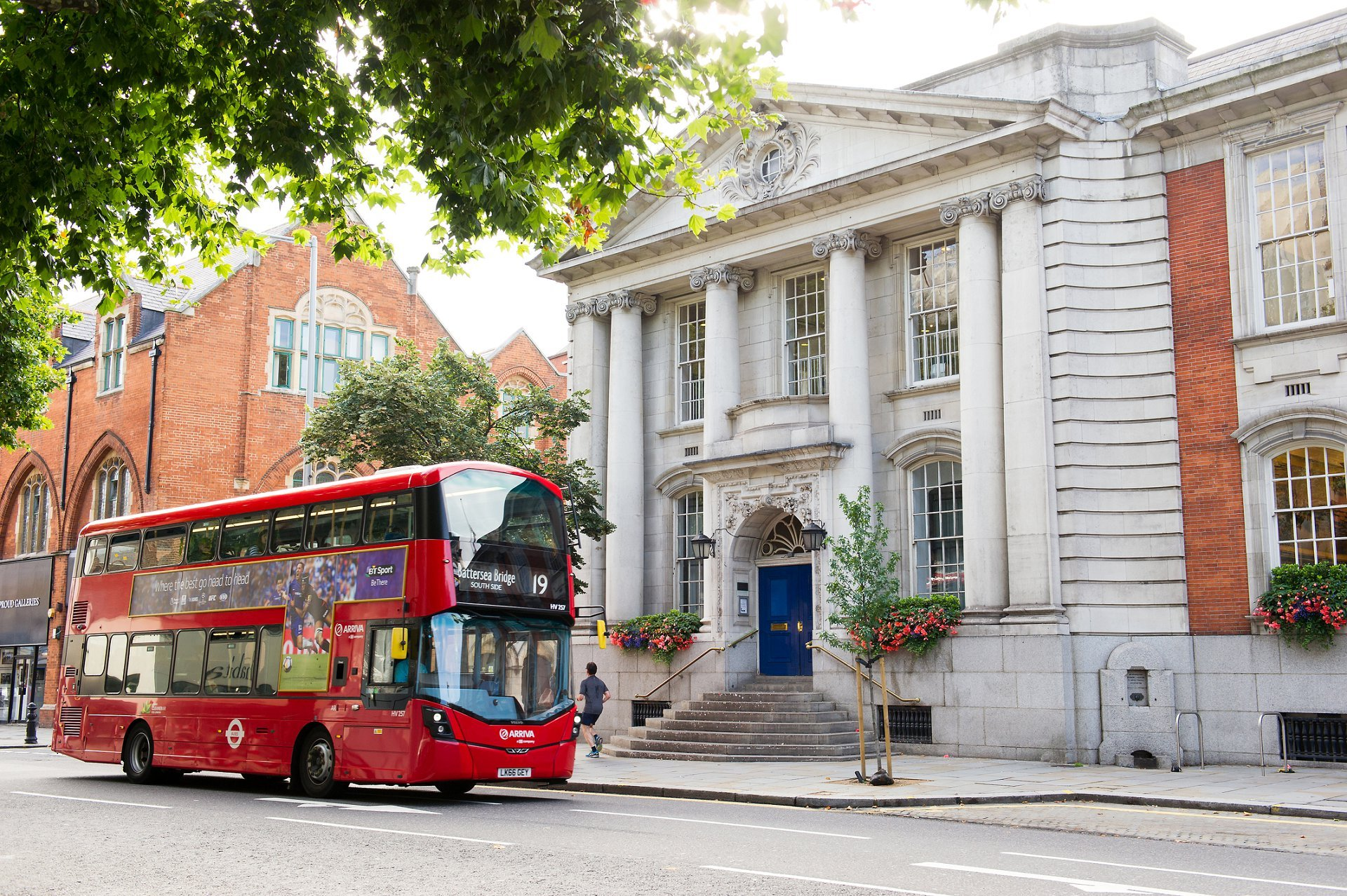 kensington and chelsea register office on the king's road with a red bus by chelsea old town hall wedding photographer emma duggan