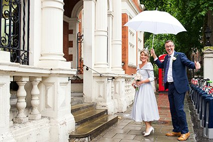 Bride and groom portraits in Mount Street Gardens, next to Mayfair Library. The gardens are a favourite spot for photos for newlyweds.