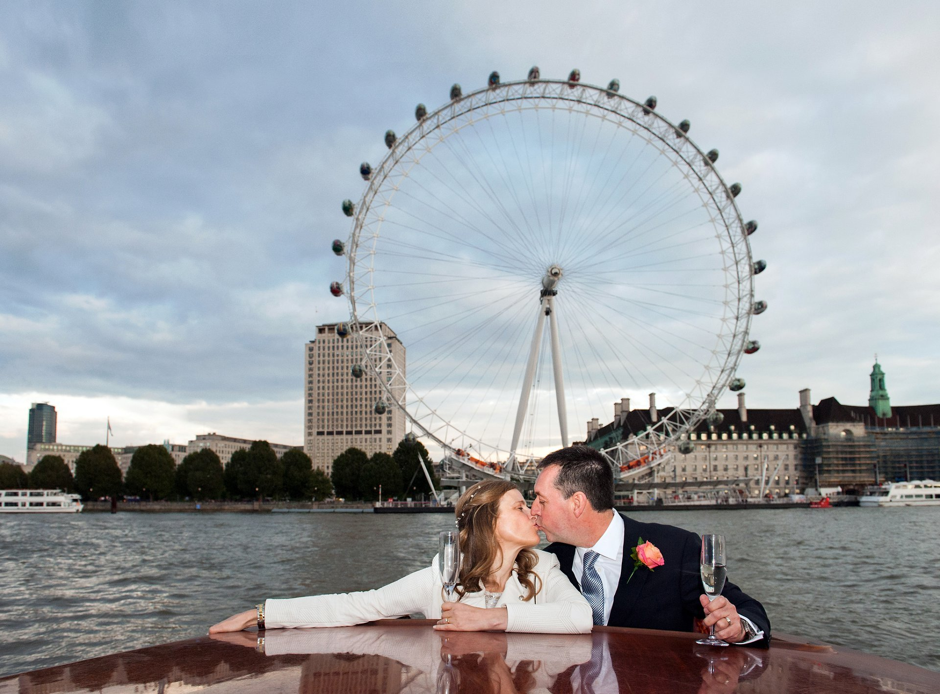 bride-groom-wedding-day-thames-river-london-thames-limo-charter-boat-westminster-boating-base-wedding-chelsea-old-town-hall-wedding-emma-duggan-photographer-london-eye