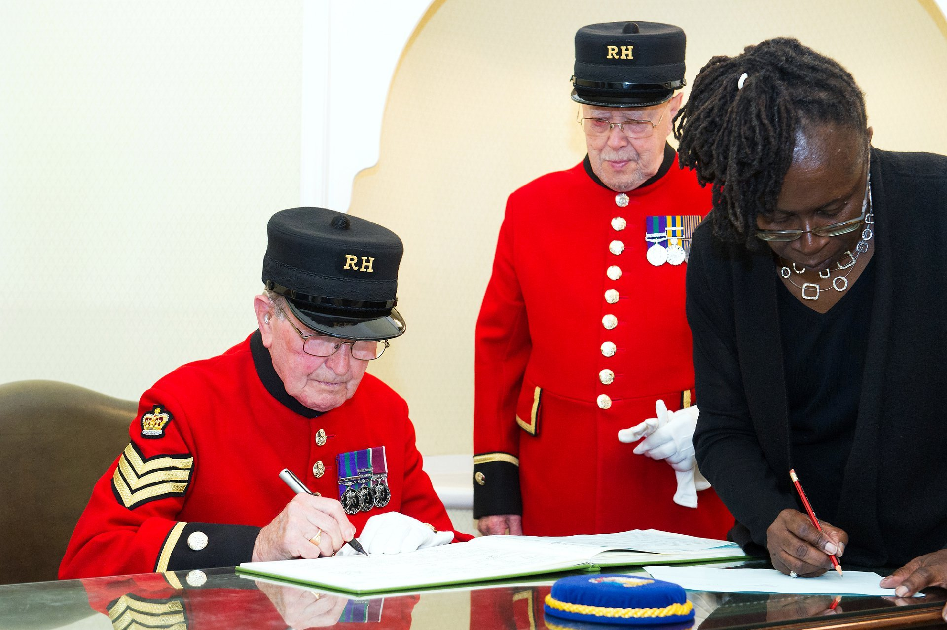 chelsea pensioner wedding witness in the rossetti room at chelsea old town hall