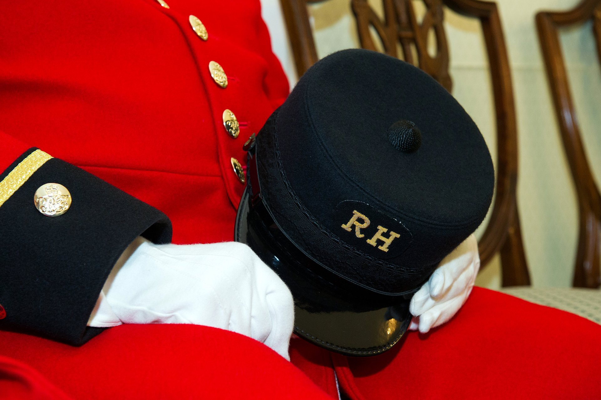 a chelsea pensioners hat with the royal hospital insignia - chelsea pensioners chelsea register office