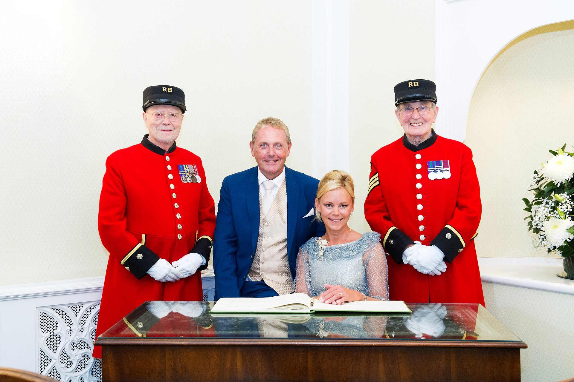 chelsea registry office wedding photographer in the rossetti room with a bride and groom and two chelsea pensioners