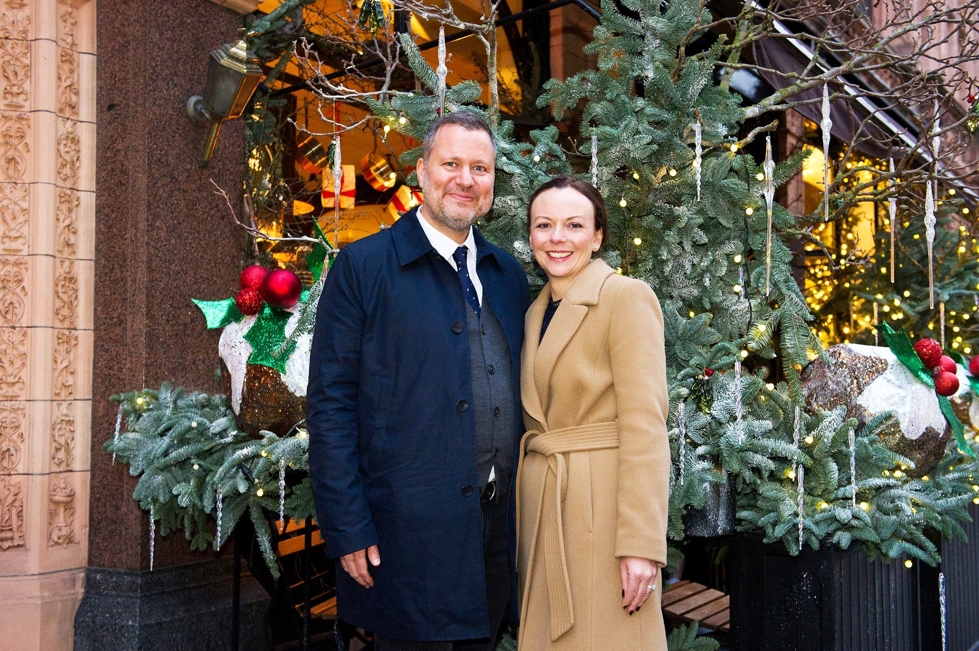 mayfair christmas wedding with couple photos taken in mount street