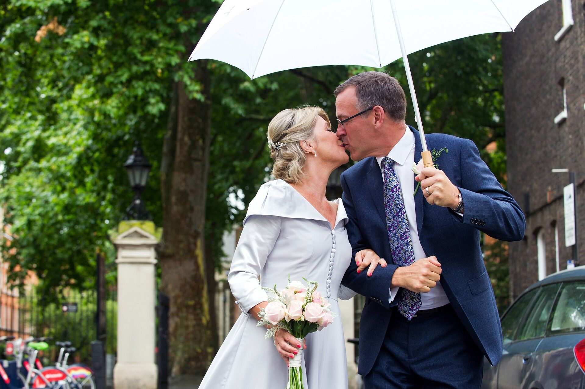 bride and groom and westminster register office wedding photography in the rain