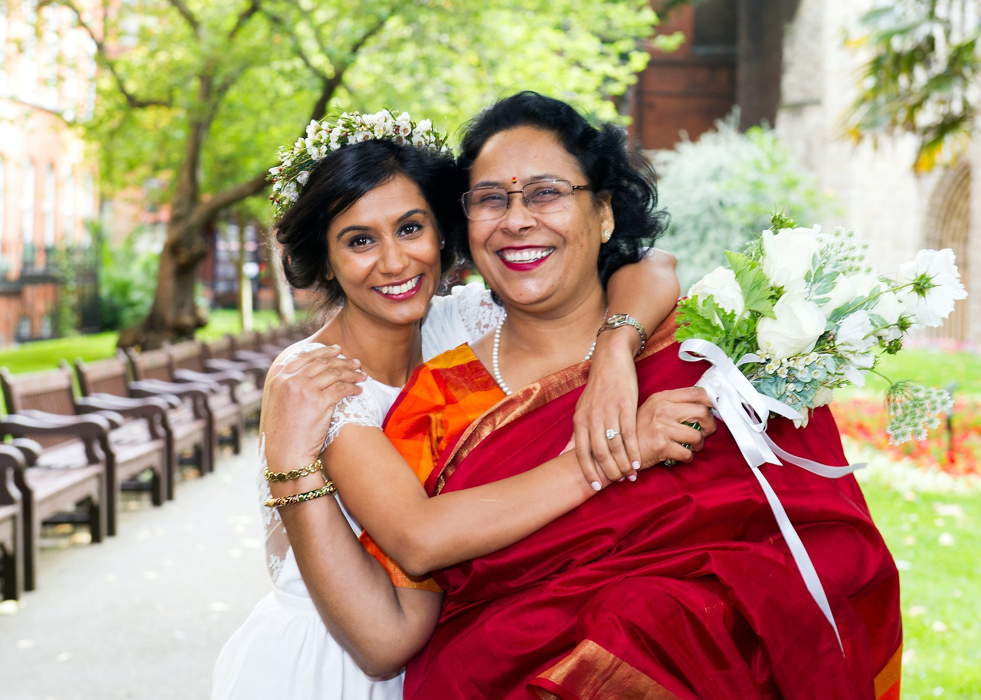 london wedding photography a bride and her mother