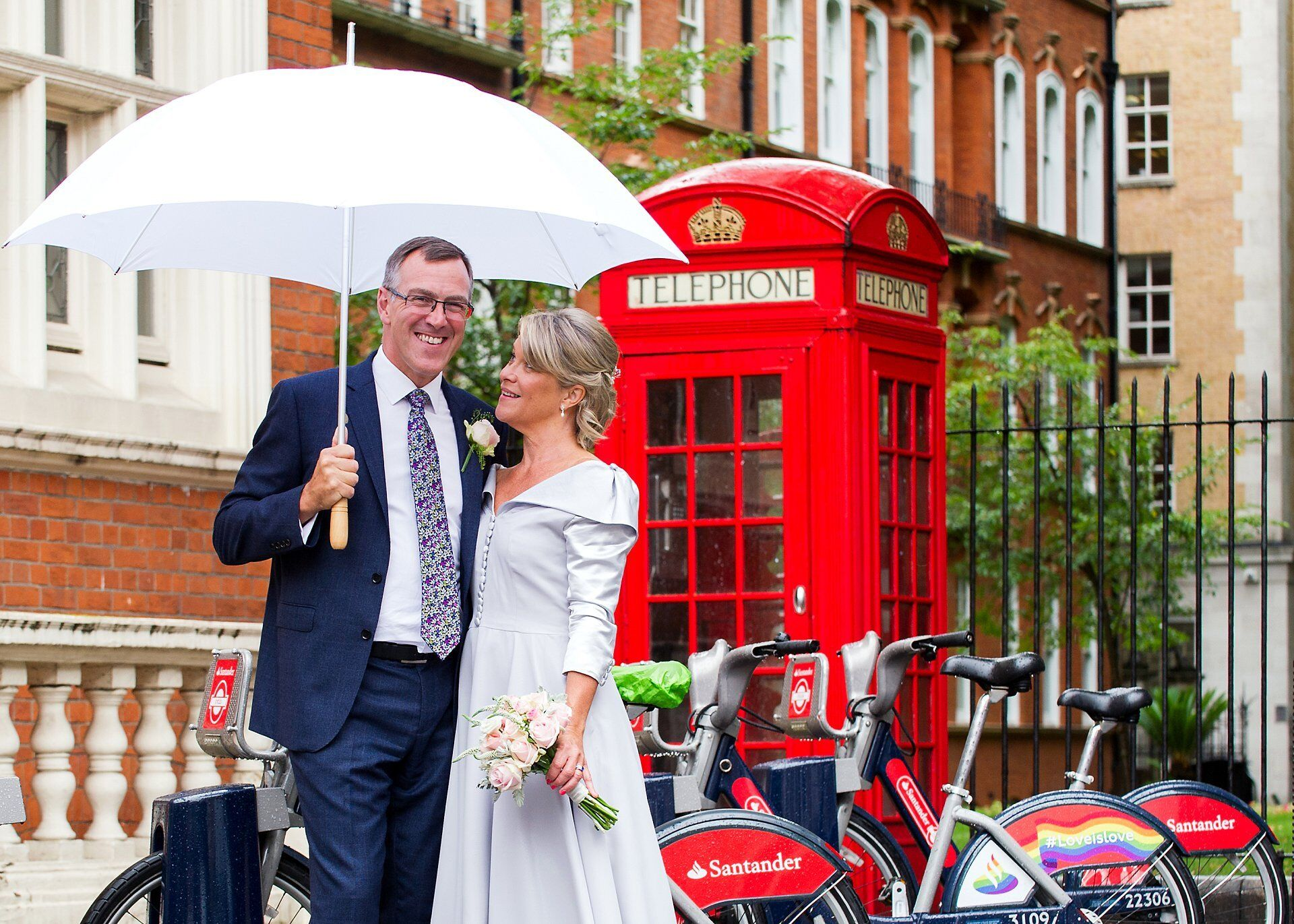rainy london wedding with umbrella
