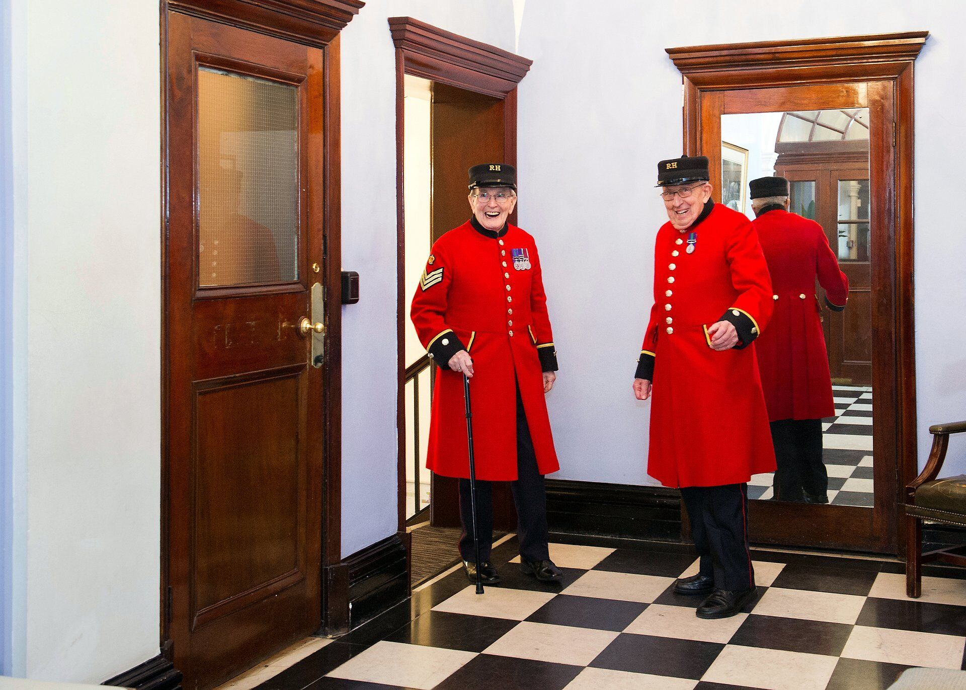 chelsea pensioners arriving chelsea old town hall