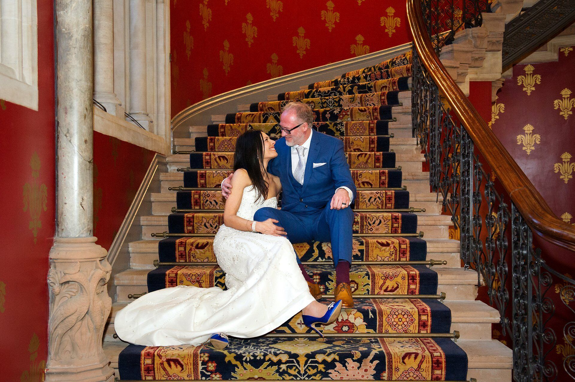 st pancras renaissance wedding photographer bride and groom on famous grand staircase after their chelsea wedding