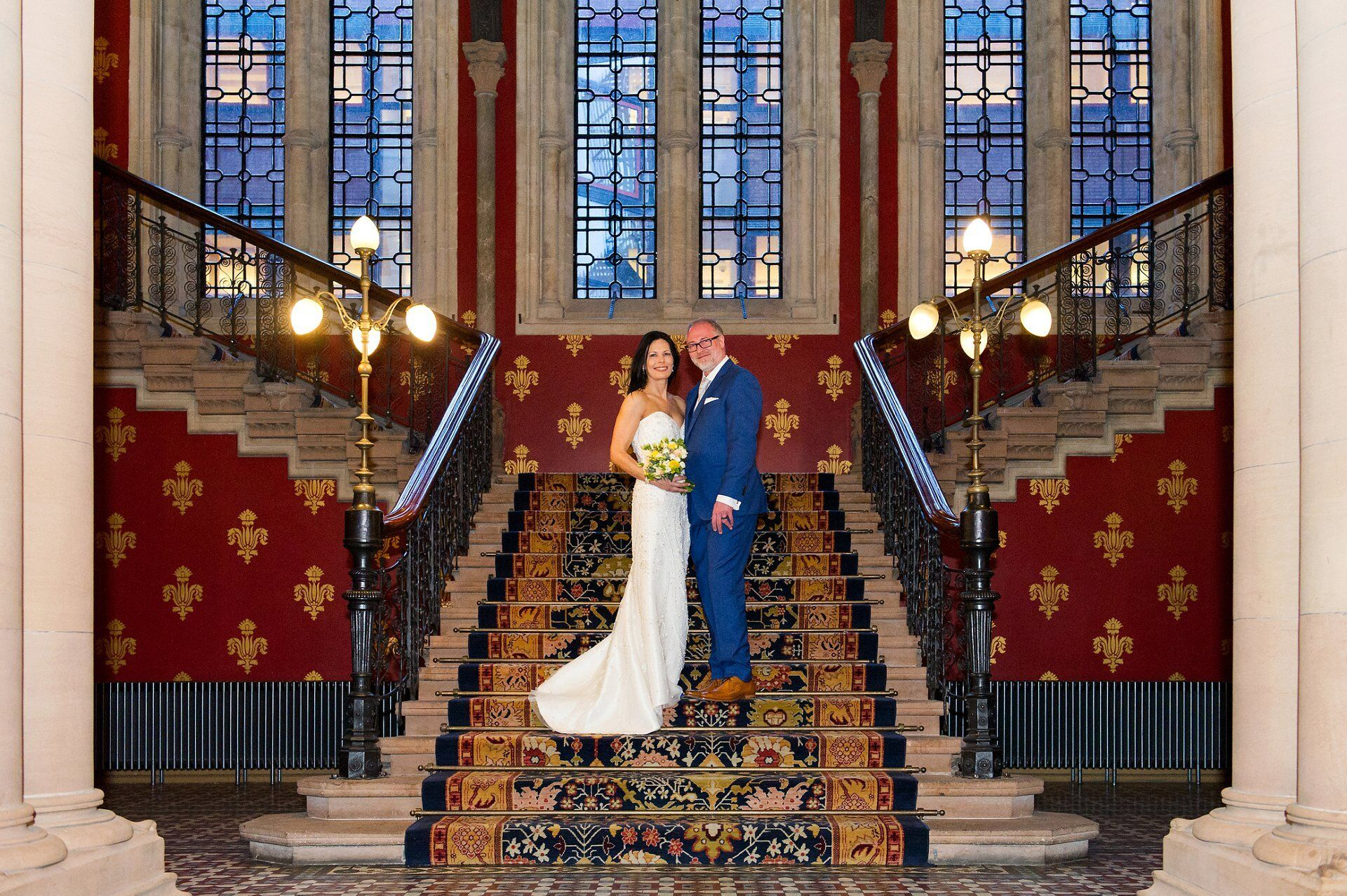st pancras renaissance wedding photography couple pose on grand staircase